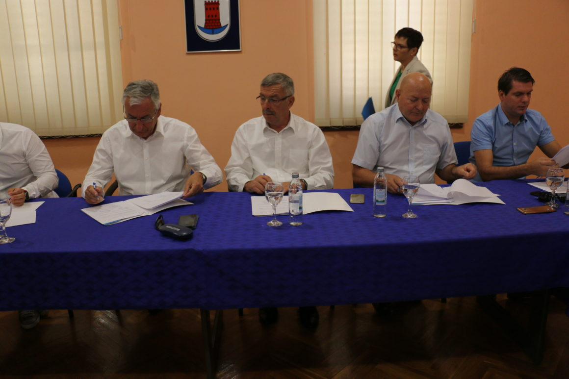 U Opuzenu potpisan Sporazum o prijenosu nositeljstva Projekta razvoja infrastrukture širokopojasnog pristupa internetu u Neretvi