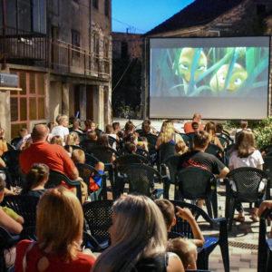 Ljetno kino Vrtletina okupilo je sinoć najmlađu publiku na projekciji animiranog filma