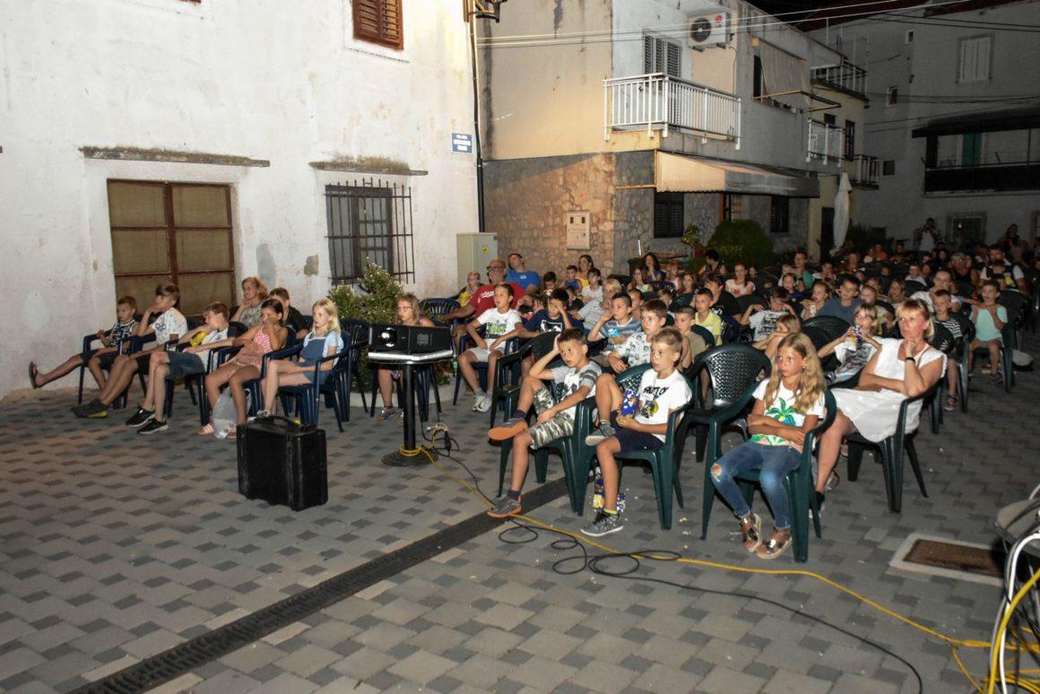 Ljetno kino Vrtletina ponovno je okupilo publiku na projekciji animiranog filma Luis i društvo iz svemira